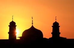 Silhouette av den islamiska kyrkan Royaltyfria Foton