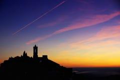 Silhouette av den Monsaraz byn. Royaltyfri Fotografi
