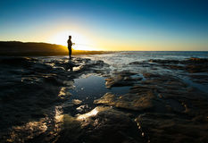 Silhouette av en fiskare Royaltyfri Bild