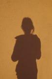 Silhouette av en flicka Arkivbild