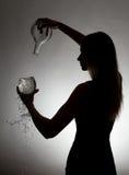 Silhouette av en kvinna Arkivfoton