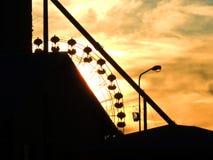 Silhouette av ett ferrishjul Arkivfoton