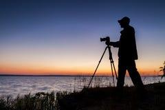 Silhouette av fotografen Fotografering för Bildbyråer