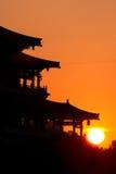 Silhouette av Kina den gammala pagodaen Royaltyfri Bild