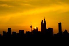 Silhouette av Kuala Lumpur tvillingbröder Royaltyfri Fotografi