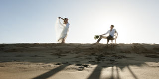 Silhouette of beautiful couple on sand dune Royalty Free Stock Images