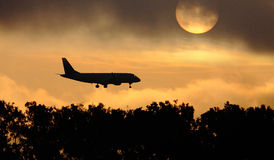 Silhouette of the big plane landing Royalty Free Stock Images