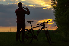 Silhouette of biker at sunset Royalty Free Stock Photos
