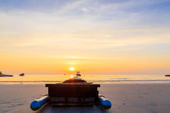 Silhouette boat on the sea with sunset Royalty Free Stock Images