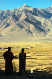 Silhouette of a couple. Looking at the Padum plan, Ladakh, India Royalty Free Stock Photos