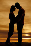 Silhouette couple arms around each other Royalty Free Stock Photos