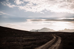 Silhouette of couple on the background of the beautiful mountains of the mountains. Horizontal shot. Natural light Royalty Free Stock Images