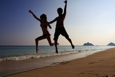 Silhouette of couple jumping Royalty Free Stock Photography