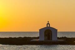 Silhouette d'église en Grèce Photos stock