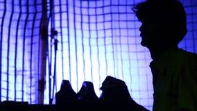 Silhouette d'équipe de tournage au travail banque de vidéos