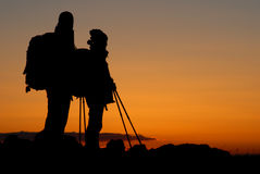 Silhouette d'alpinistes Photo stock