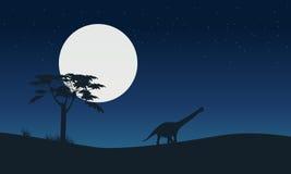 Silhouette d'argentinosaurus avec le paysage de lune Image libre de droits