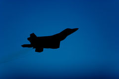 Silhouette d'avion de chasse du rapace F-22 Images libres de droits