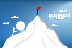Silhouette d'homme d'affaires poussant la grande roche jusqu'au dessus de la montagne illustration libre de droits