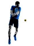 Silhouette d'homme jouant le joueur de tennis Photographie stock