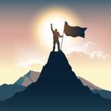 Silhouette d'homme sur le dessus de montagne Photographie stock