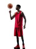 Silhouette d'isolement par joueur de basket d'homme Image libre de droits
