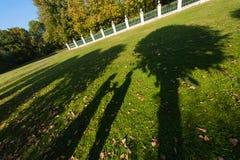 Silhouette d'ombre des jeunes mariés Photographie stock