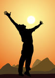 Silhouette d'un homme heureux, coucher du soleil Images libres de droits