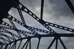 Silhouette d'un pont Photographie stock libre de droits
