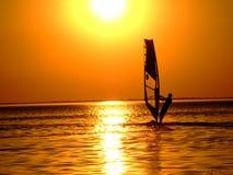 Silhouette d'un windsurfer Photographie stock