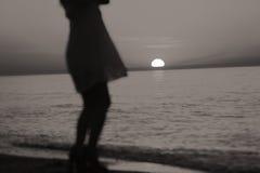 Silhouette d'une danse de dame photos libres de droits