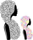 Silhouette d'une fille avec de longs beaux cheveux illustration stock