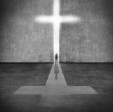 Silhouette d'une personne avant un symbole de la foi illustration libre de droits