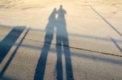 Silhouette dans le coucher du soleil Photographie stock libre de droits