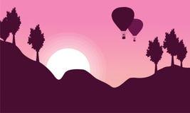 Silhouette de ballon à air chaud avec le paysage de colline Image libre de droits