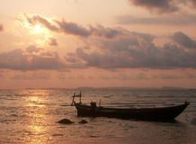 Silhouette de bateau photo stock