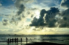 Silhouette de bord de la mer Photo stock
