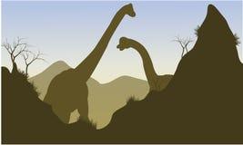 Silhouette de brachiosaurus derrière la falaise Image libre de droits