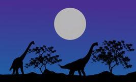 Silhouette de brachiosaurus la nuit Images stock