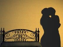 Silhouette de chambre à coucher de couples Photos libres de droits