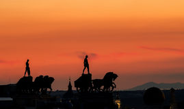 Silhouette de cheval au-dessus de Madrid Photographie stock