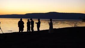 Silhouette de chute par le lac Photos stock