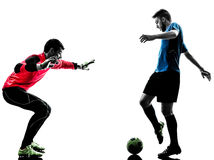 Silhouette de concurrence de gardien de but de footballeur de deux hommes Photos libres de droits