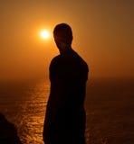 Silhouette de coucher du soleil d'Algarve photo stock