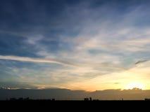 Silhouette de coucher du soleil de ville natale en Thaïlande downtown Photo libre de droits