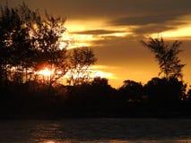 Silhouette de coucher du soleil de KB de plage du Brunei Image stock