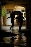 silhouette de couples Photos stock