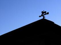 Silhouette de coupole sur le ciel bleu Image stock