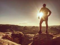Silhouette de coureur d'athlète sur l'espace de copie de fond de coucher du soleil photographie stock