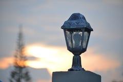 Silhouette de courrier de lampe Photo stock